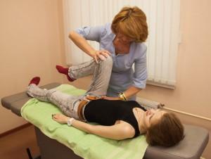Белянина Вера Владимировна проводит сеанс  мануальной терапии